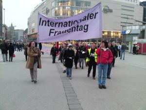 Erinnerung an den Frauentag 2013: Demozug.